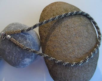 Braided glass beads necklace