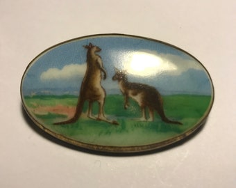 Vintage Kangaroo scene brooch