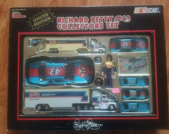Richard Petty Collectors Set