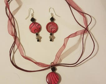 Dark pink/black necklace and earring set