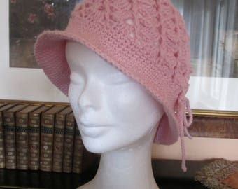 Delicious handmade vintage style beret, pure soft pink wool.
