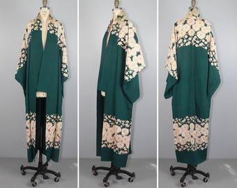 1940s kimono / silk robe / floral / EMERALD ISLE vintage silk kimono