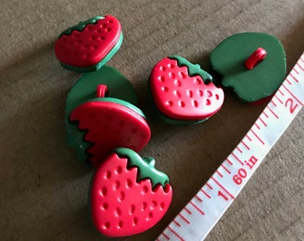 8 Juicy Strawberry Buttons