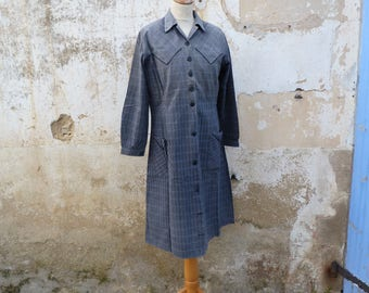 Vintage 1900/1930s  French housecoat Calico /chore dress /worker dress /  grey plaid cotton  size L