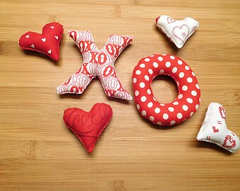 Valentines Day Hearts X and O Ornaments Red and White Bowl Fillers Primitive Holiday Decor