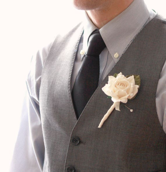 Single rose boutonniere, Ivory flower button hole, Wedding boutonniere, button hole, Rustic flower boutonniere, Woodland Wedding  (1 bout)