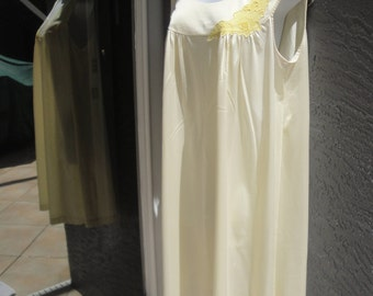 Vintage Lorraine nightgown, Sz Large, Pastel yellow color Nylon, Knee length, Sleeveless, Lace trim, Beautifully wearable