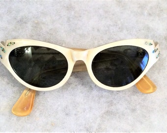 50s 60s Vintage White Pearlized Lucite Cat Eye Sunglasses