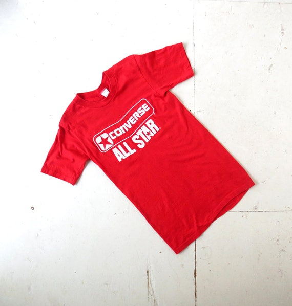 red converse t shirt