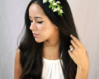 White flower headband, Boho bridal flower crown, Simple floral headpiece, Spring wedding accessories, White flower hair wreath, Clover tiara