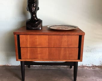 MID CENTURY MODERN 2 Drawer Nightstand (Los Angeles)