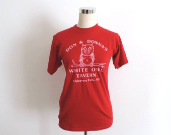 Vintage T Shirt White Owl Tavern WI Red Small