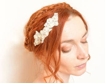 Off white flower lace bridal hair comb with Swarovski pearls