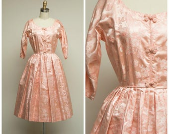 Vintage 1950s Dress • Eastern Songs • Peach Pink Floral Jacquard 50s Party Dress Size Small