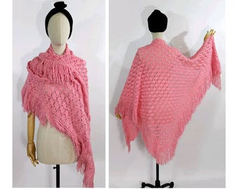 1970s pink wool Shawl  crochet /70s pink crochet shawl/ vintage fringe wool shawl