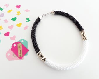 Black and White Necklace // Beaded Rope Necklace // Crochet Rope Necklace // Gift Idea // Aluminum Necklace // Statement Necklace // For Her