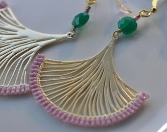 Dusty pink Delica miyukis, Green Faceted crystals, Ginkgo leaves,Lasercut gold center, very light, beaded dangle earrings, handmade