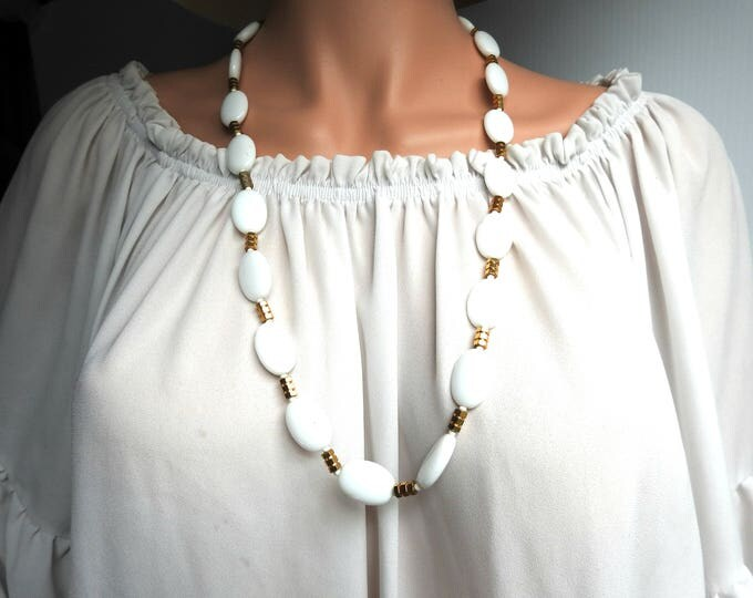 Milk glass necklace Extra long Ivory white Gift-for-women  Necklace-gift-for-he Inexpensive  Vintage 70s Basic  Buy necklace Office necklace