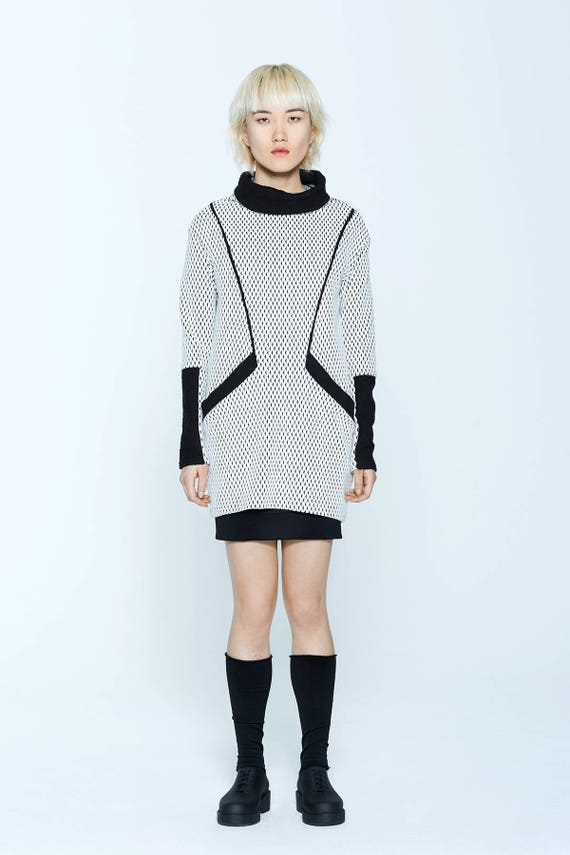 EDGEWOOD - long sleeves and turtleneck knit tunic for womens - ivory white with black triangles print