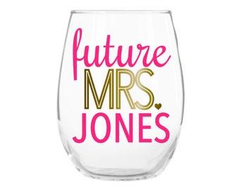 Future Mrs Wine Glass, Engagement Gift, Engagement Gifts for Her, Engagement Gifts for Best Friend, Engagement Gift for Bride, Gift Idea