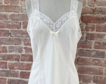 M / Ivory Cami Top / 1960s Camisole / Lace Lingerie