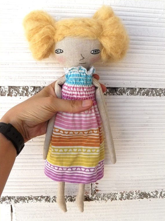 Art doll in cotton and alpaca hair. 32 cm.