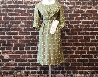 "1950s Green Polka Dot Dress. '50s Classic Silk Wiggle Dress, Leslie Fay Original. Cocktail Dress, Pinup Style. Size Large 30"" Waist."