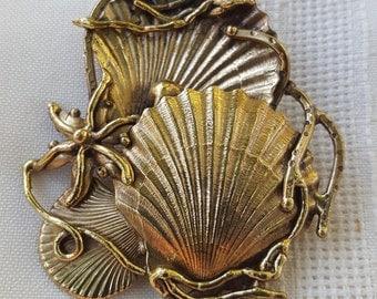Vintage, seashell brooch/ pendant.