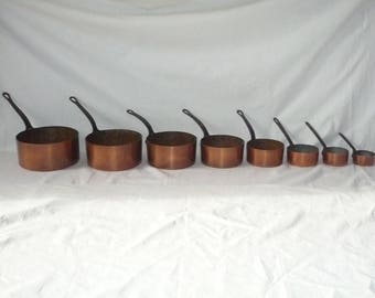 Beautiful and rare compète Set of 8 Vintage French copper saucepans / pans for the kitchen. French Country Cottage