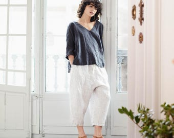 Loose washed linen pants with deep pockets in b/w stripes / Japanese style linen trousers / Washed linen cropped pants