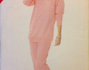 See & Sew 5704 80s Sweatshirt Style Top with Patch Pocket Ribbed Cuffs and Hem with Tapered Pull On Pants - Size 16 18 20 22