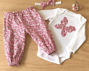 Girls clothing set. Baby girl outfit. Butterfly bodysuit. Baby Butterfly onesie. Toddler girls clothing. Pink baby girl set. Pink harem pant