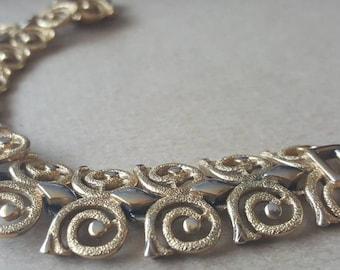 Vintage 1960s Monet Classy Gold Tone Link Spiral Bracelet Signed ' Monet '