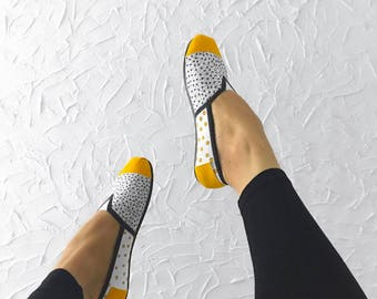 Size 8 Canvas Shoes: CONNECT THE DOTS, in yellow
