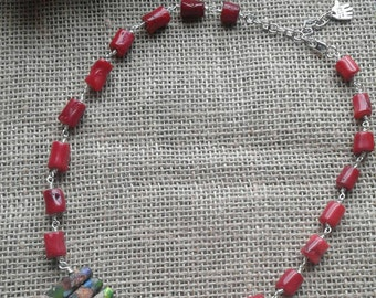 Natural coral and jasper tips necklace.