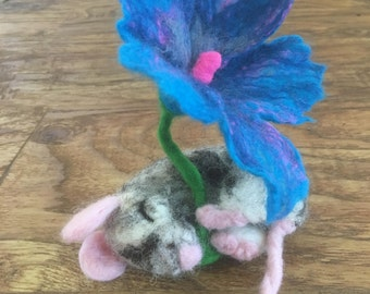 Felted sleeping mouse with flower