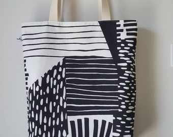 Reversible boxed lined tote bag