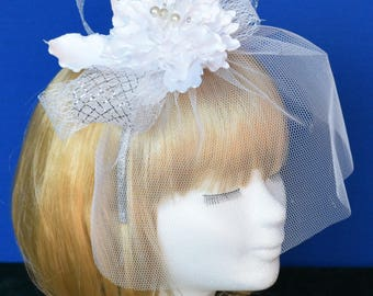 Unique luxury flower with veil / Unieke luxebloem, bruid fascinator met sluier