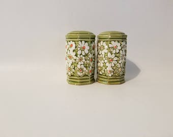 Vintage Brinn's Avocado Green salt and pepper shakers with daisys design marked T-1935. Rare and hard to find. Flowers are white with orange