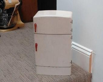 Vintage Wolverine Tin Litho Kitchen Refrigerator Red and White!