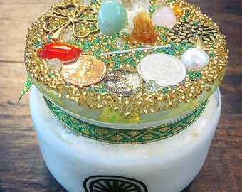 DAHLIA CANDLE - WEALTH - Money Drawing Soy Wax Enchanted Candle: Herbs, Crystals, Essential Oils & Magick Items