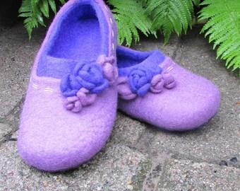 "Women's slippers ""bilberry"" made of felt handmade, comfot and stylish."