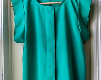 ON SALE Vintage Kelly Green Blouse / Vogue Fashion Blouse / Flutter Sleeve Top / Size small to medium