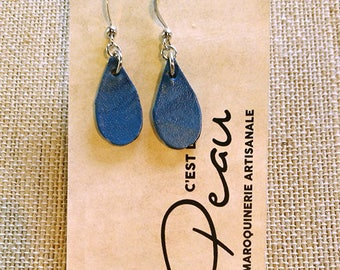 Nickel-free plated or niobium hook blue drops veg-tanned leather earrings