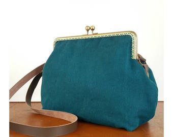 Eighty-oil fabric shoulder bag, Vintage style with close click Clac