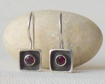 Sterling Silver Garnet Earrings, Vintage Karibo Square Garnet Shadow Box 925 Garnet Earrings, Small 70's, Garnet Jewelry, January Birthstone