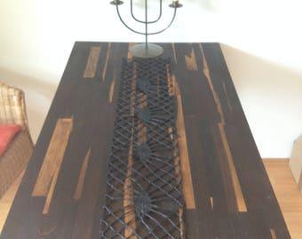 table runner - the eyes, oversized bobbin lace, modern bobbin lace