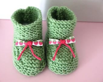 Wool baby booties 0/3 months baby birth handmade green ribbons strawberries