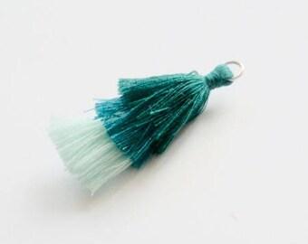 Breloque pompon tricolore vert sapin / vert turquoise / vert clair