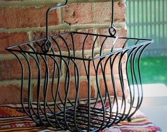 FREE SHIPPING!! - Rustic Farmhouse Wire Basket w/Wood Handle - Heavy Gauge Industrial Wire - Large Metal Garden Basket - Potted Plant Holder